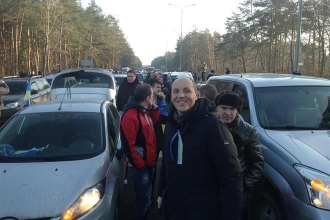 На під'їзді до Межигір'я створилася пробка з тисячі автомобілів