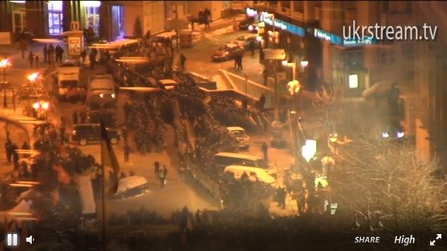 Влада Києва очищає місто від барикад