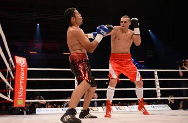 Олександр Усик здобув дострокову перемогу над Мендозою