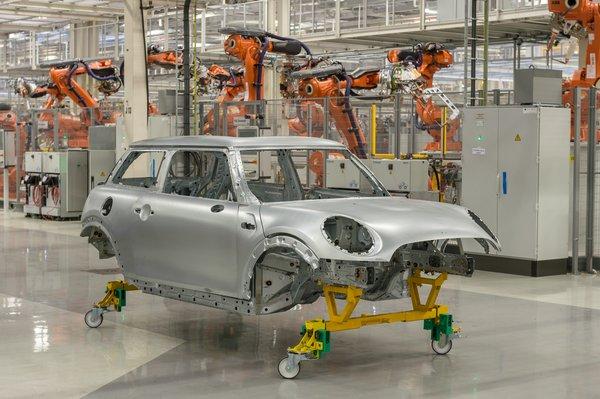 Новий MINI тепер будуть збирати і на заводі в Голландії