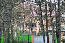 Багатії тікають з України та посилюють охорону своїх помість під Києвом