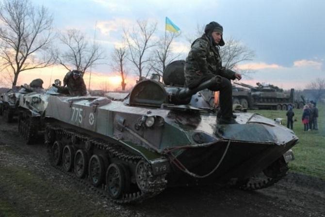 Армія стягує сили до Луганська