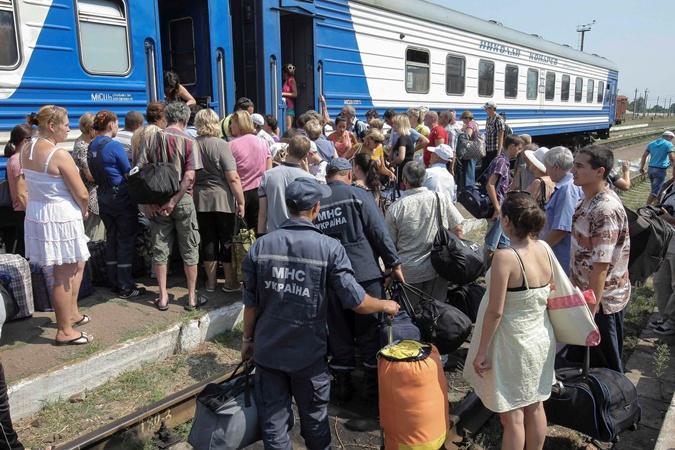 Луганськ: бензин і вода дорожче золота