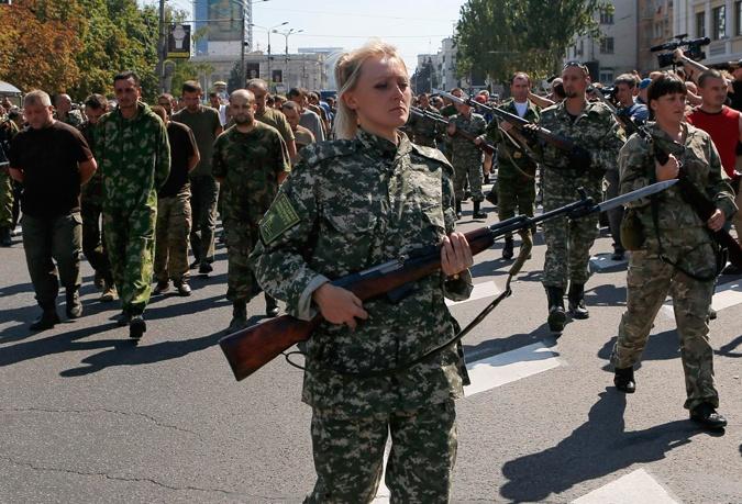 На Антіпараді у Донецьку українці побачили своїх рідних, від яких не мали звісток
