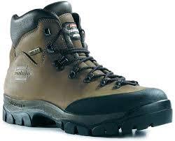 Як правильно вибрати взуття для походу в гори?