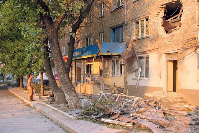 В Луганську вже місяць немає ні води, ні світла – люди на межі виживання