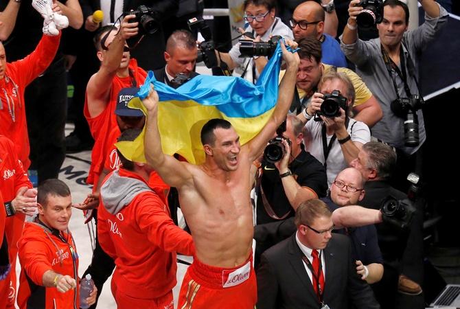 Кличко відстояв чемпіонські титули нокаутувавши Пулєва у 5 раунді