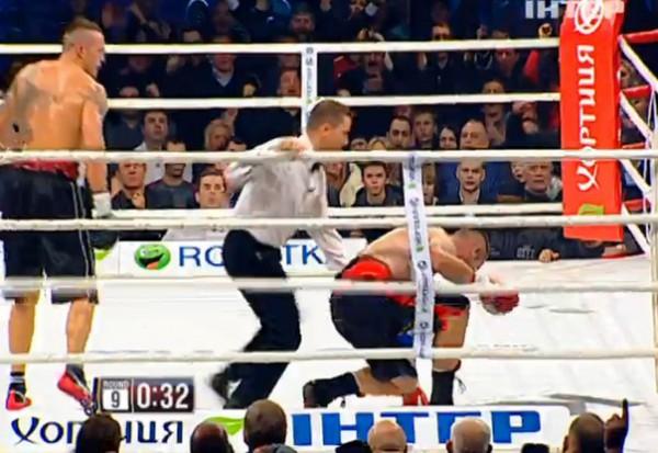 Олександр Усик захистив чемпіонський титул нокаутувавши Дені Вентера
