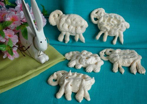 До новорічного столу: пироги-баранці, булочки-овечки