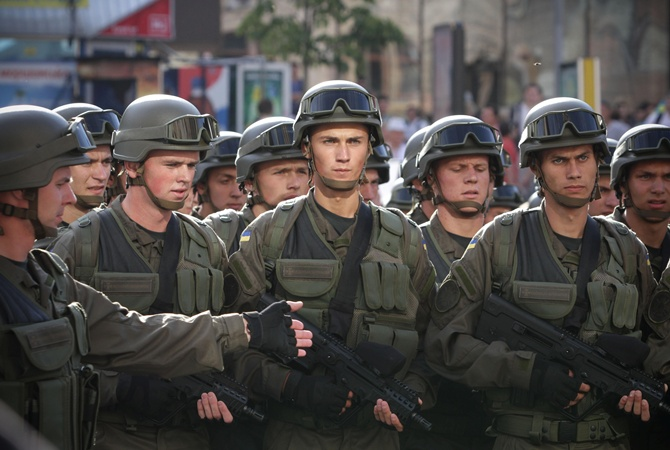 В армію на контракт заманюють зарплатою