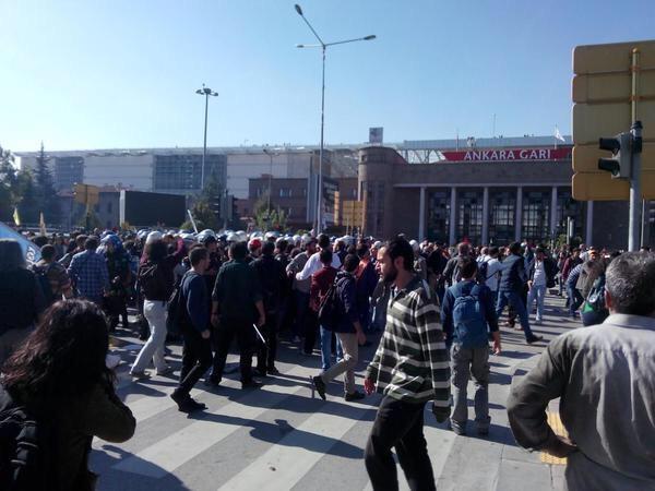 Після вибухів в Анкарі заблокували Твіттер і Фейсбук