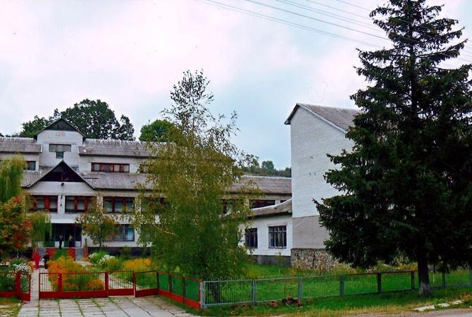 На Львівщині директор сільської школи згорів у своєму кабінеті, відзначаючи День вчителя?