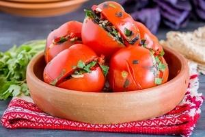 Малосольні помідори по-вірменськи