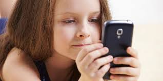 Діти і мобільний телефон: що потрібно знати батькам