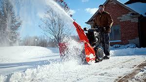Як правильно вибрати снігоприбиральну машину для власного будинку?