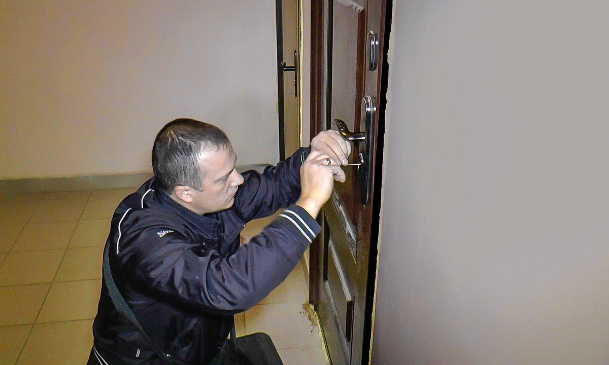 Почему стоит воспользоваться услугами сервиса «Автоключ» для экстренного открытия двери или замка?
