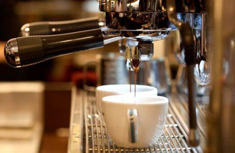 Профессиональная кофемашина для кофейни
